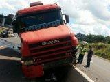 Pela Região: Colisão entre dois caminhões na BR-282