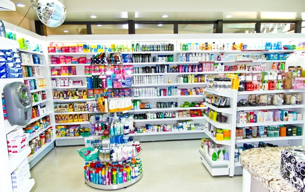 Polícia prende suspeito de assaltar farmácia