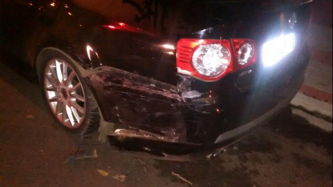 Homem é detido após bater em carro que estava estacionado em Chapecó