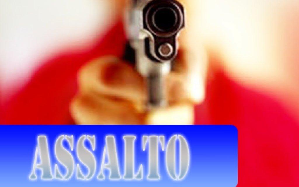 Dupla assalta três pessoas em via pública no bairro Bela Vista