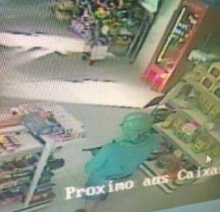 Bandidos assaltam supermercado e fazem disparo de arma de fogo no bairro Belvedere
