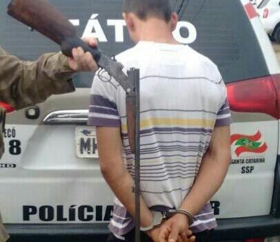 PPT prende atirador com arma na comunidade da Serrinha
