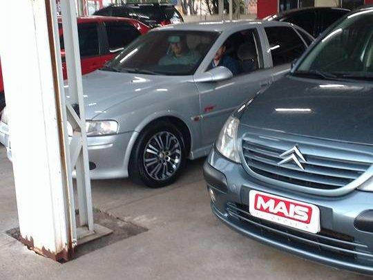 Casal rouba veículo de uma revenda de carros em Chapecó