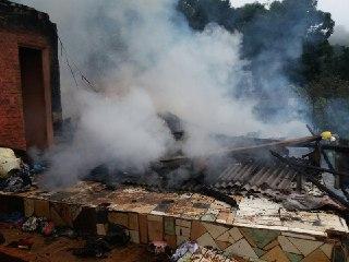 Incêndio destrói casa em Coronel Freitas