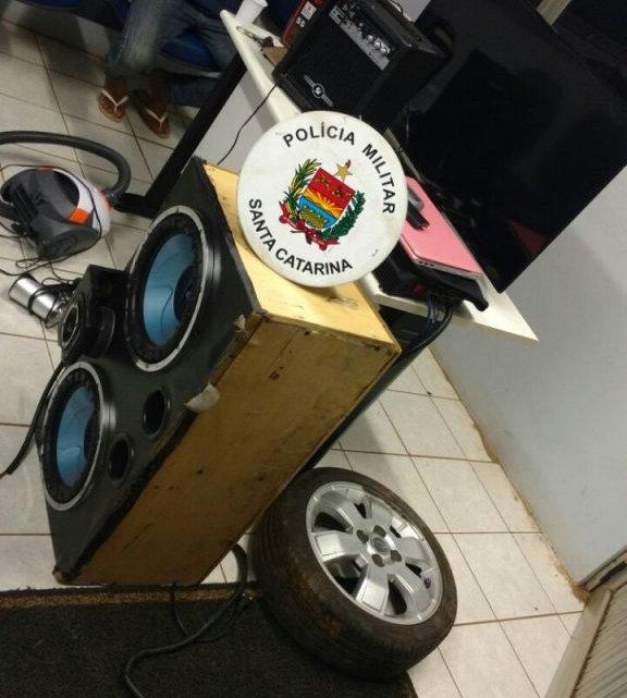 Polícia Militar prende 4 assaltantes e recupera objetos de roubo no Esplanada