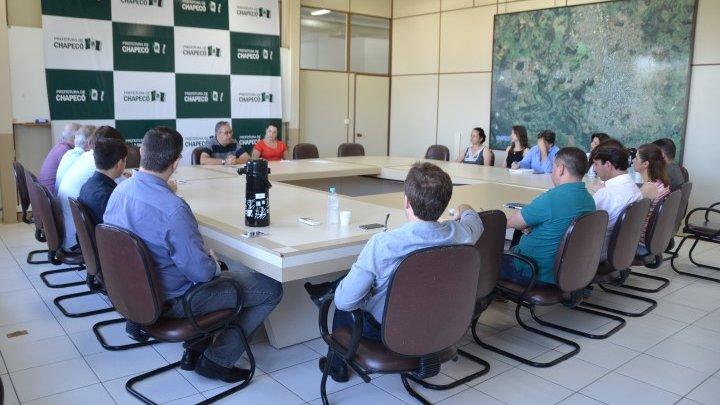 Dr. João reúne Secretariado