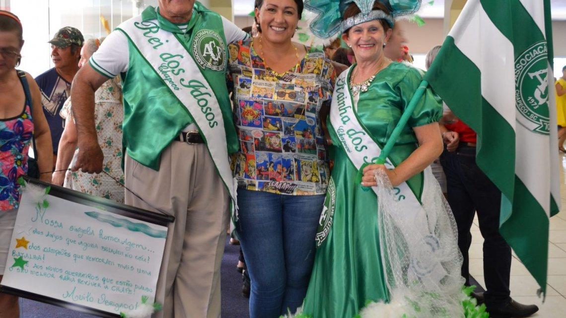 Festa de Carnaval anima os Idosos de Chapecó