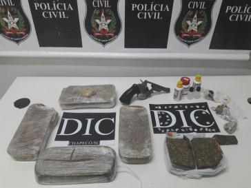 Após investigação da Polícia Civil, dois jovens são presos por tráfico de droga na região