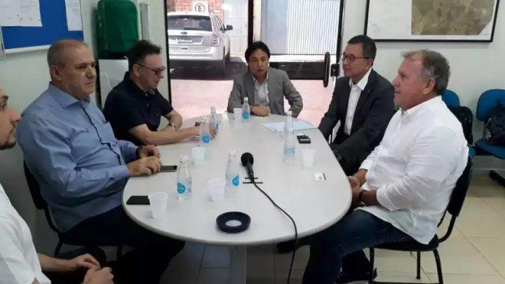 Zico e presidente da liga japonesa visitam Chapecó