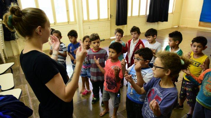 Arte na Escola: Aulas de dança e música estimulam o desenvolvimento integral dos alunos