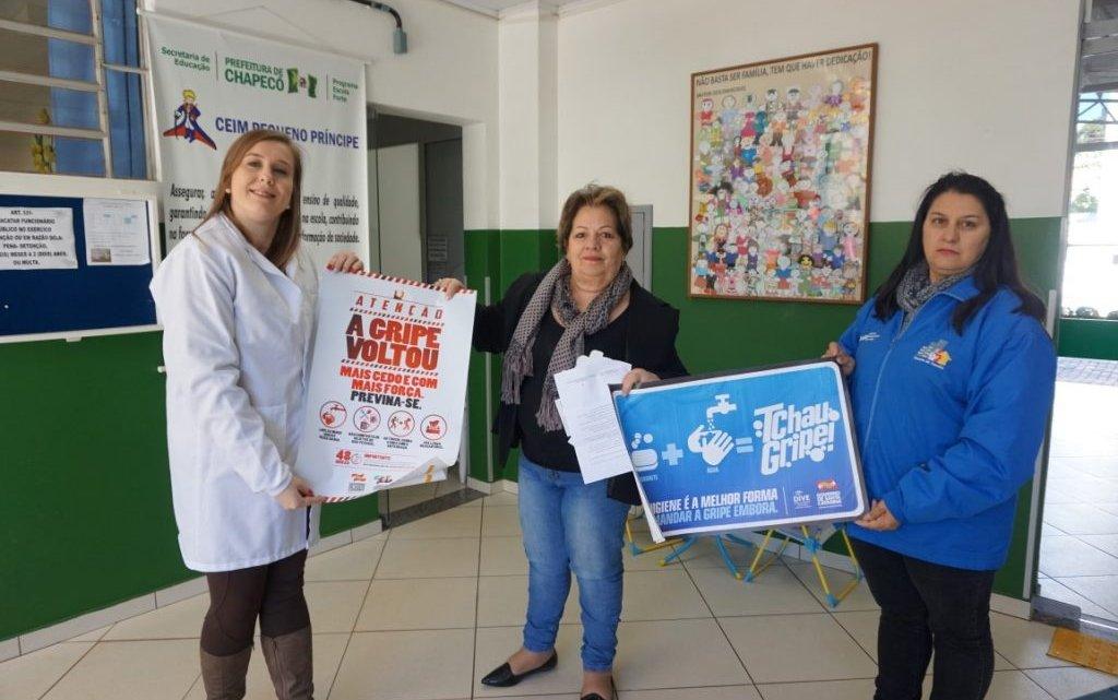 Divulgação da Campanha Nacional de Vacinação é realizada em escolas chapecoenses