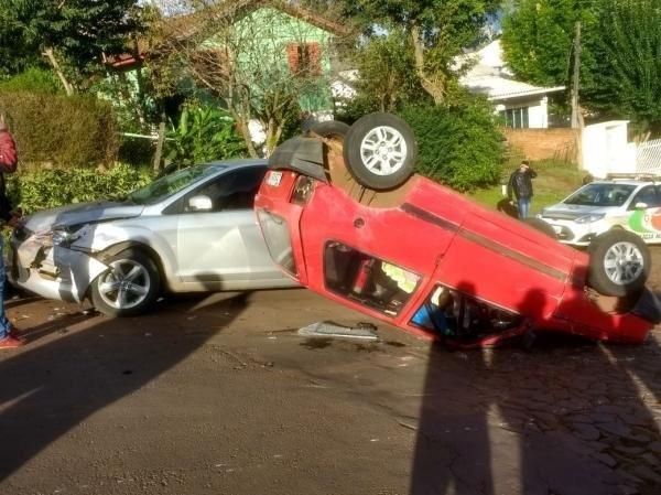 Acidente com três veículos e registrado em Chapecó