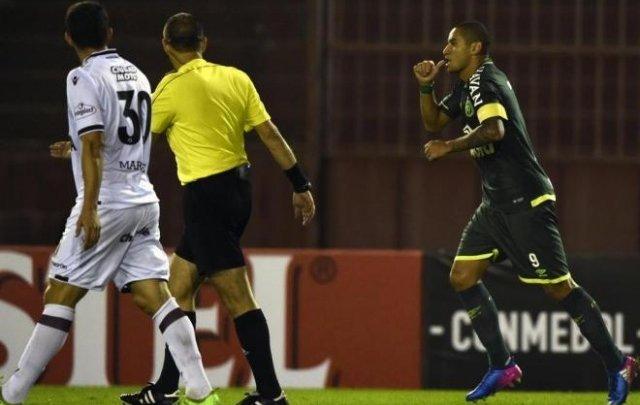 Chapecoense vence o Lanús e segue com chances na Libertadores da América