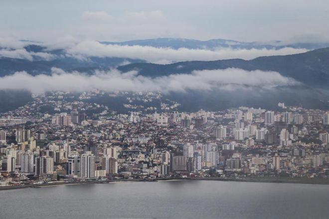 Previsão é de chuva forte até quarta-feira em Santa Catarina