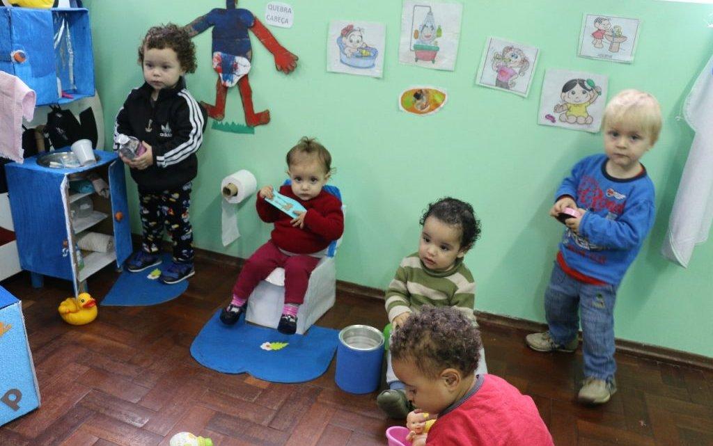 Projeto trabalha a higiene e a autonomia dos bebês