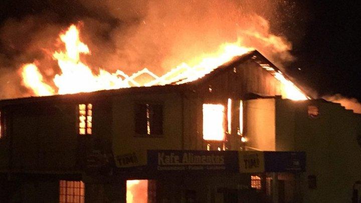 Incêndio no bairro São Pedro destrói uma padaria