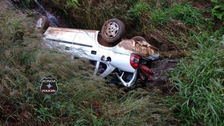 Idoso fica ferido ao capotar veículo em Saltinho