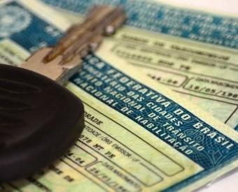 Passa na Câmara fim da multa e retenção do veículo para quem esquece CNH