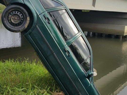 Itajaí – Carro cai em rio e deixa dois mortos