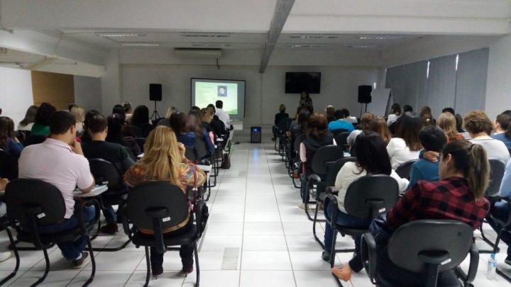 Médicos chapecoenses participam de palestra sobre Agrotóxicos