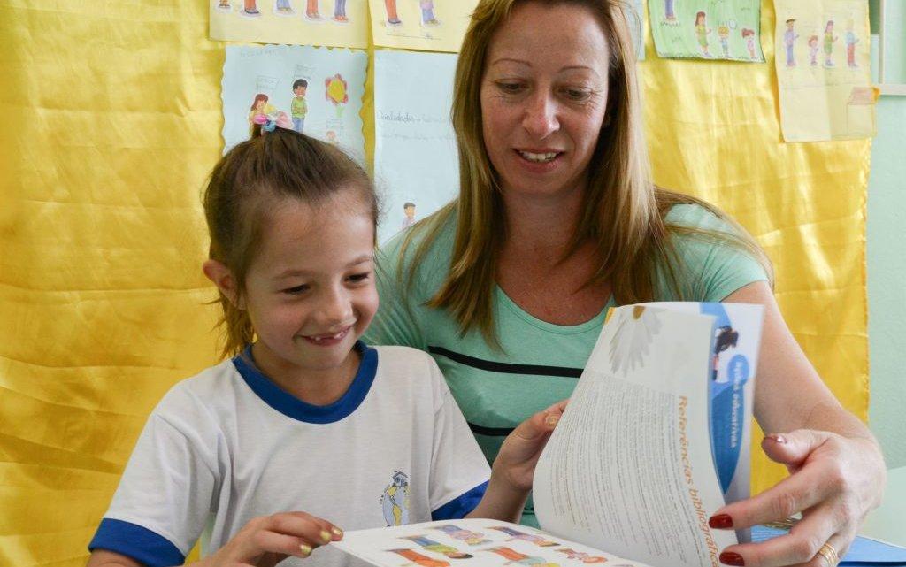 Livro estimula a participação da família na escola