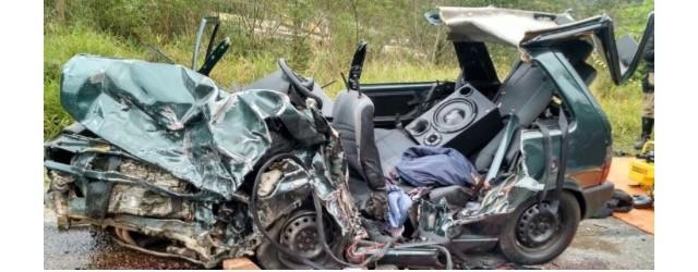 Quatro pessoas morrem e duas ficam feridas após colisão em rodovia estadual