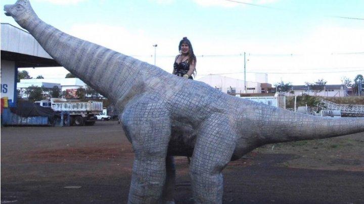 """CHAPECÓ – Paleoartista Katielly descreve e batisa Titanossauro que viveu em terras de Chapecó: o Magnífico """"CHAPECOSSAURO Sulamericanoi """""""