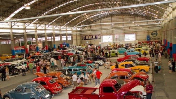 Chapecó está tendo evento de carros antigos neste fim de semana