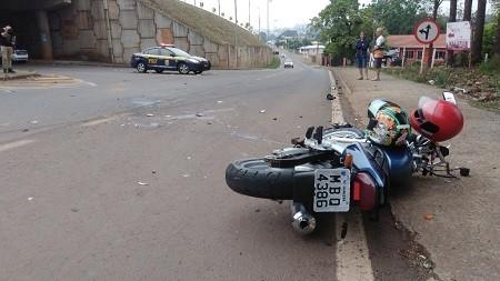 Ocupantes de motocicleta ficam em estado grave após acidente na BR-282