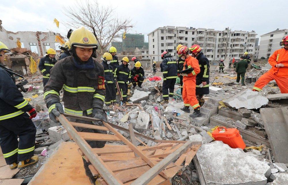 Explosão em fábrica deixa mortos dezenas de feridos na China