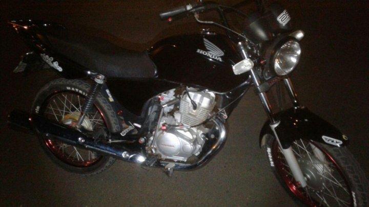 Motocicleta é apreendida e jovem multado após empinar na frente da Polícia no Quedas Palmital