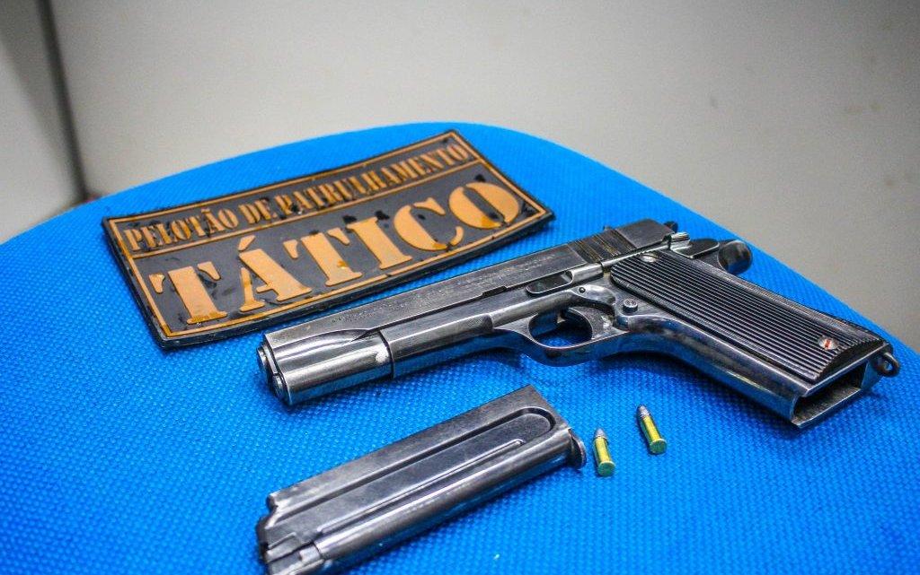 PPT: Homem é preso com pistola em Chapecó