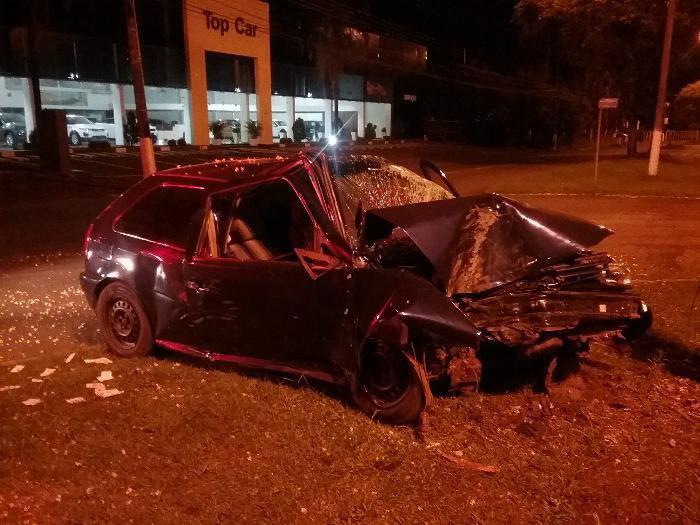 JOVEM FICA FERIDO EM VIOLENTO ACIDENTE NA AV. FERNANDO MACHADO