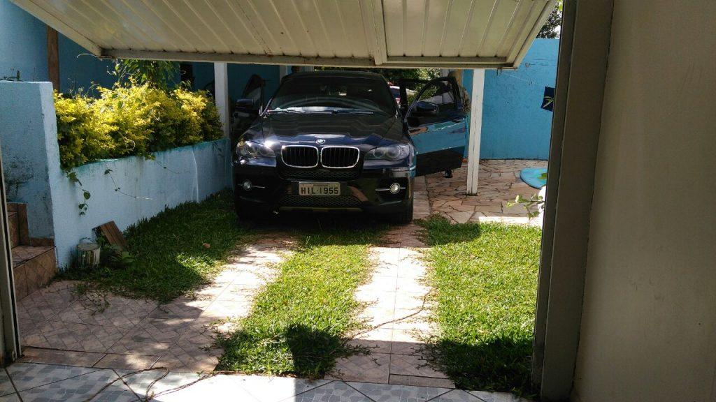 Dois homens são presos suspeitos de tráfico com 78 mil reais no bairro Girassol