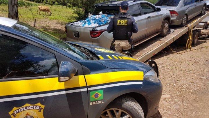 PRF apreende 20 mil maços de cigarros paraguaios e prende dois homens em Palmitos