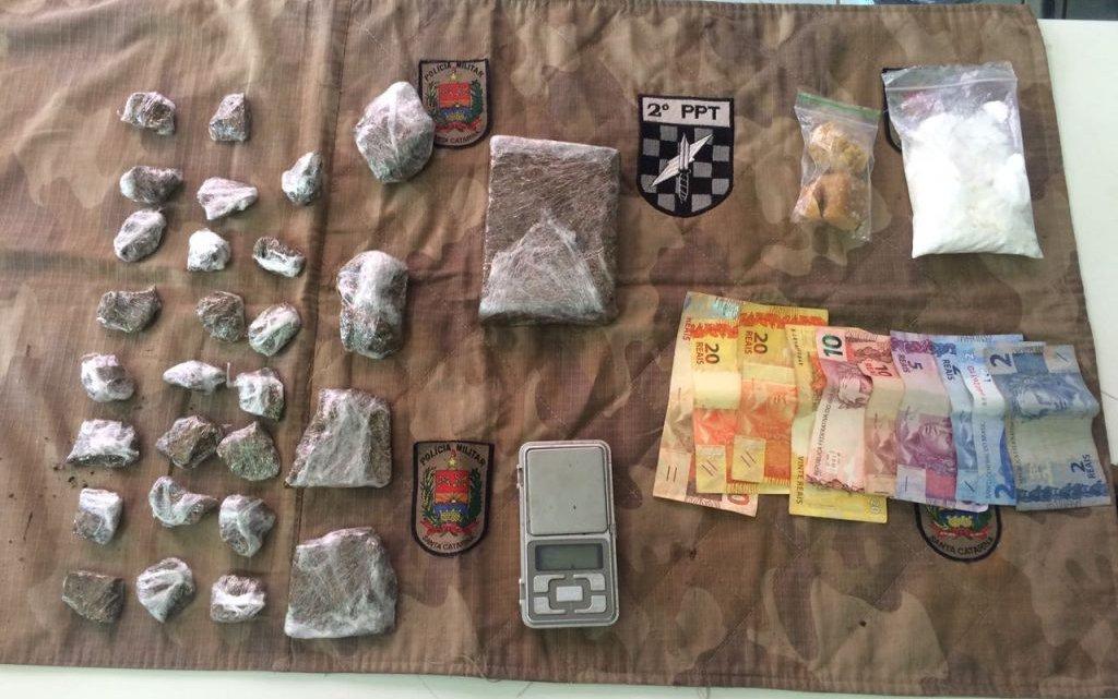 Tático prende dois homens por tráfico de drogas em Chapecó