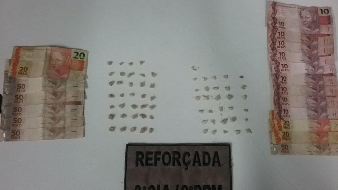 Reforçada prende dois homens por suspeita de tráfico e apreende crack