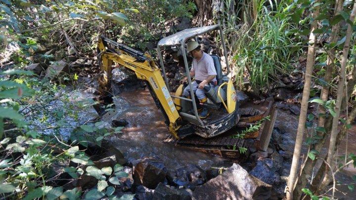 Prefeitura inicia os trabalhos de limpeza em riachos e córregos de Chapecó