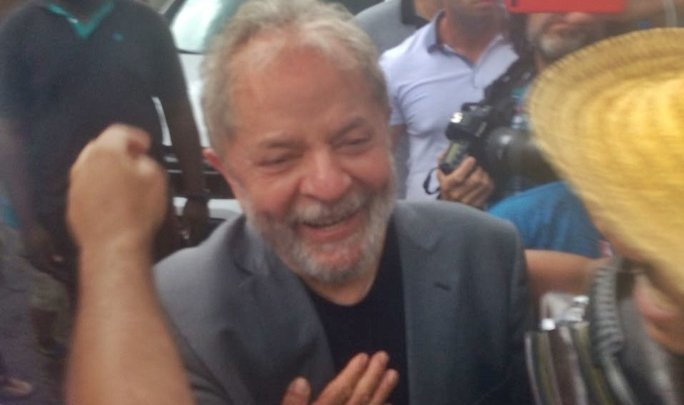 Confrontos marcam o ato do ex-presidente Lula em Chapecó