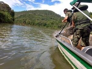 Polícia Ambiental apreende 4 mil metros de rede no Rio Uruguai