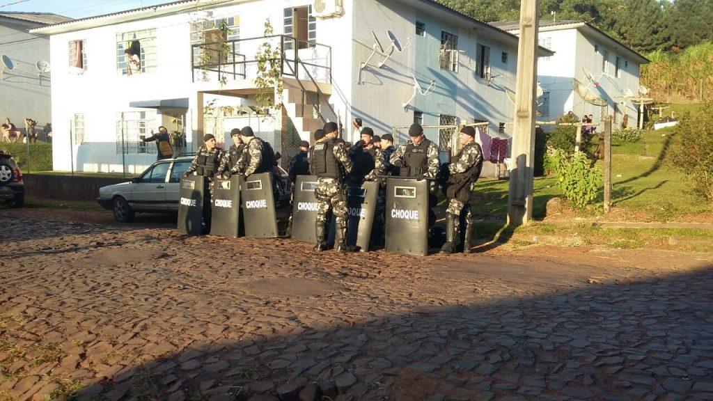 Polícia cumpre mandado de reintegração de posse no Loteamento Expoente em Chapecó