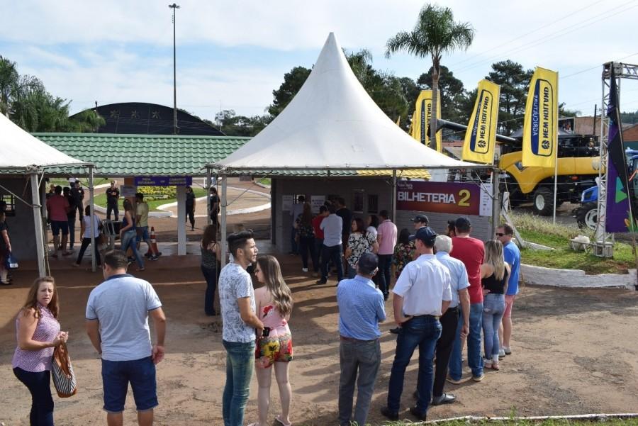 Público da ExpoFemi pode deixar o Parque de Exposições e retornar sem pagar novamente
