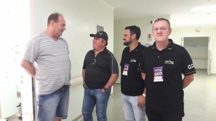 Amado Batista visita fã internado no Hospital em Xanxerê