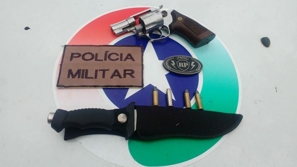 Rádio patrulha prende casal com arma de fogo em Chapecó