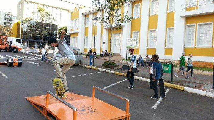 Domingo na Praça terá várias atrações e televisores com o Jogo do Brasil em Chapecó