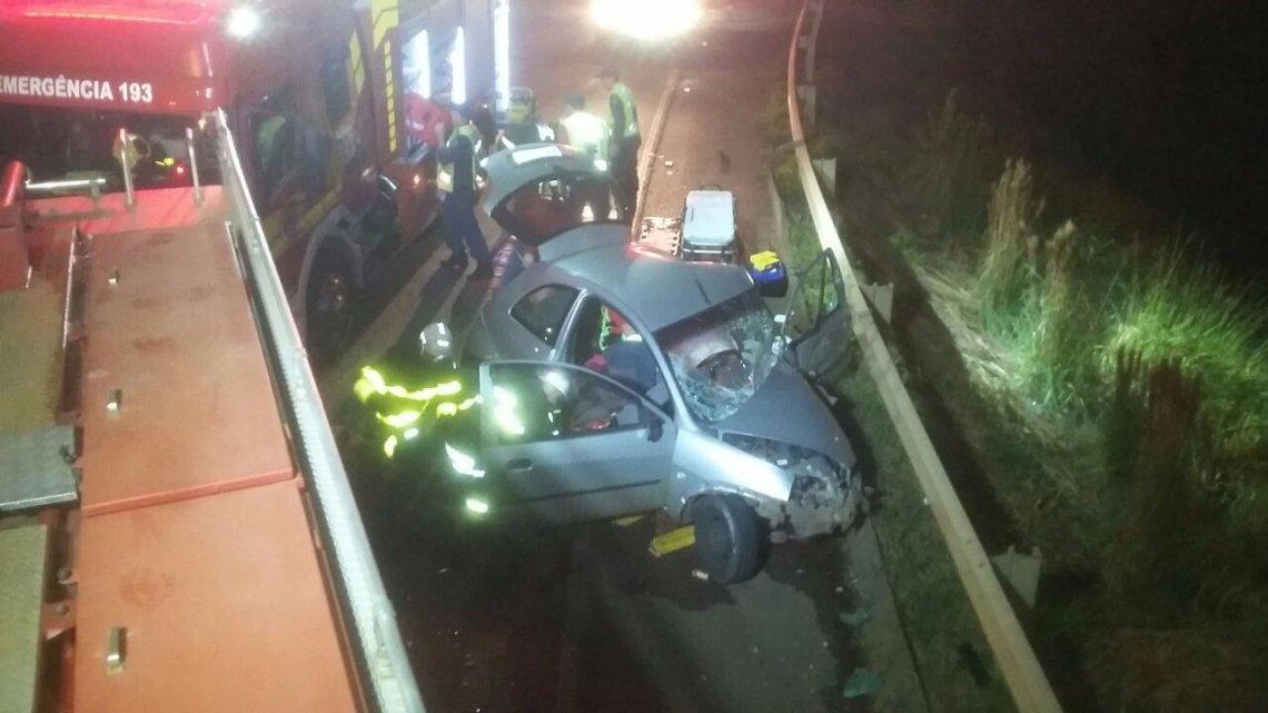 Colisão entre carro e caminhão deixa uma pessoa ferida em Chapecó