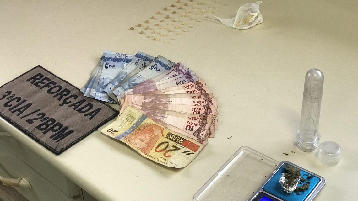 Adolescente e detido por tráfico de drogas em Chapecó