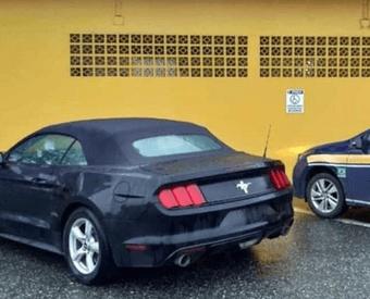 Mustang que veio rodando dos EUA é apreendido em SC