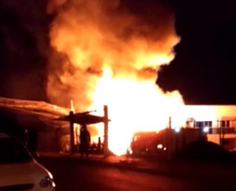 Residência é destruída por incêndio no Cristo Rei