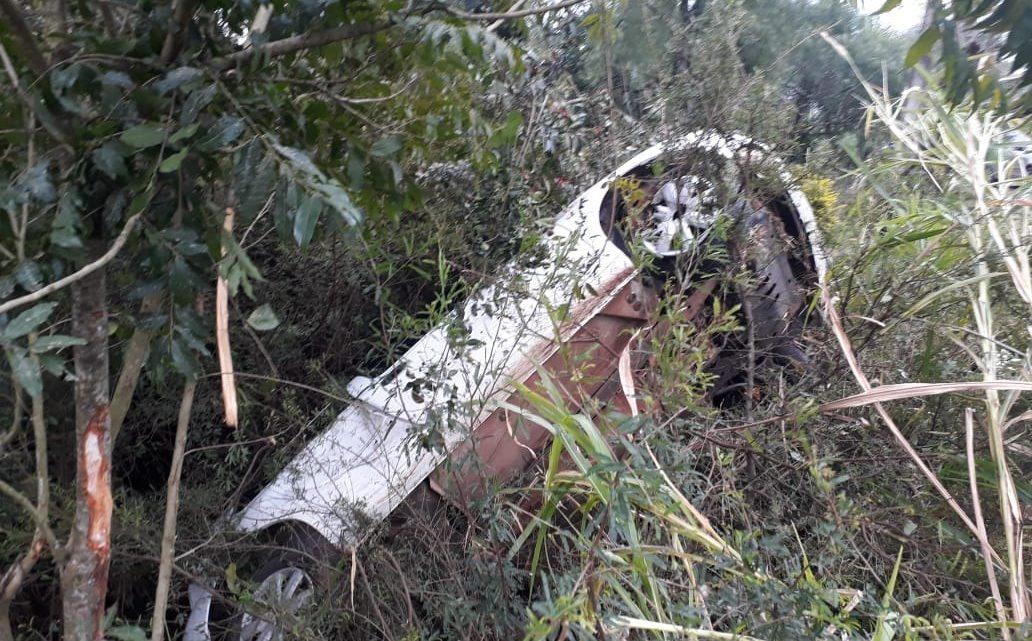 Carro capota na Água Amarela em Chapecó